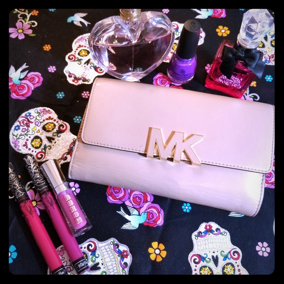 Michael Kors Handbags - MK Florence wallet